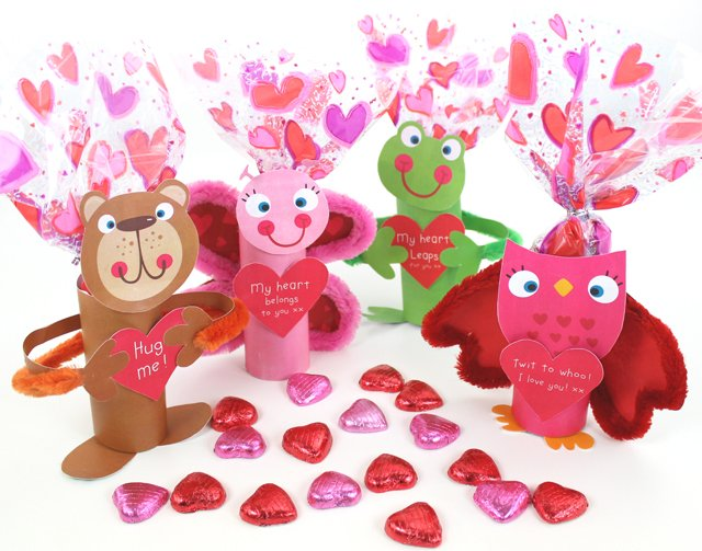 How to Make Valentines Desk Buddies – Free Printable!