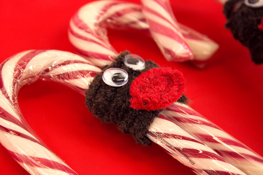 3 easy candy cane crafts for christmas party delights blog for Easy candy cane crafts
