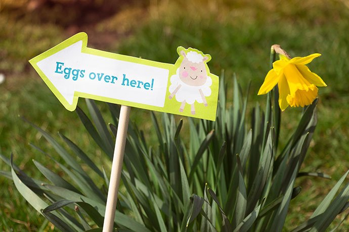 Free printable Easter egg hunt signs from Party Delights