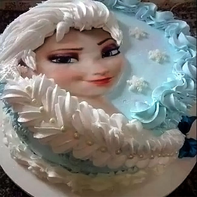 Elsa cake with hair made of icing