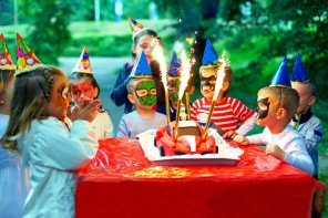 How to keep kids entertained at a party