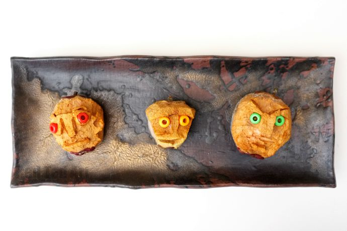 Shrunken Apple Heads - a super fun and easy Halloween Decoratioin for kids to make - what they look like after a week.