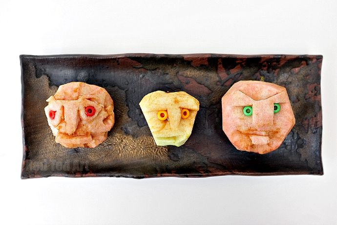 Shrunken Apple Heads - a super fun and easy Halloween Decoratioin for kids to make. Use excess Fall apples from the garden