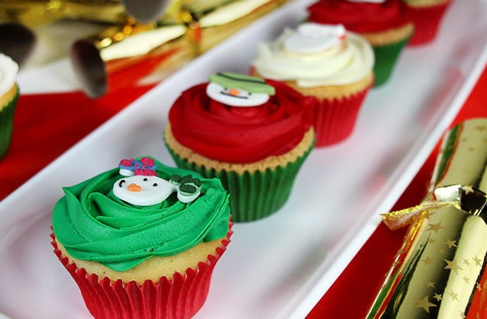 how to decorate christmas cupcakes
