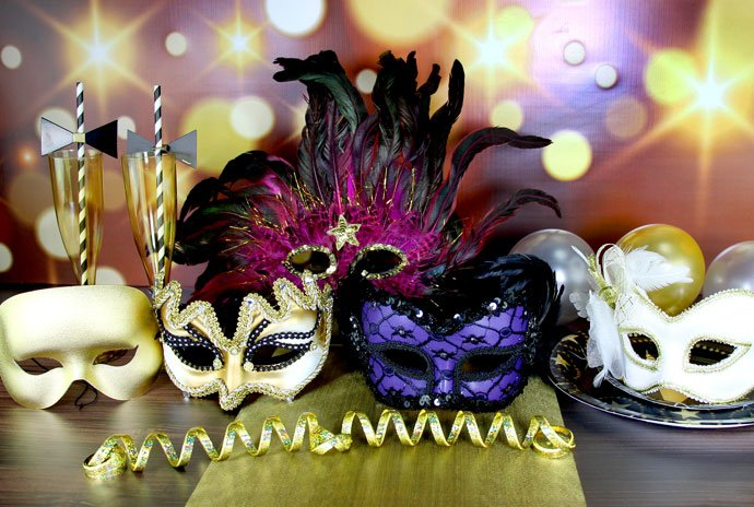 What To Wear To A Masquerade Party Essential Style Tips Party Extraordinary Elegant Masquerade Ball Decorations