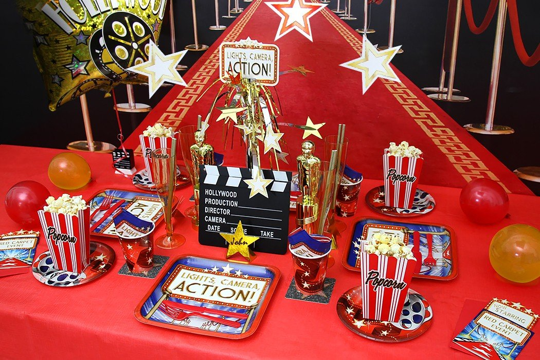 Movie party ideas hollywood party theme party delights for Decoration action