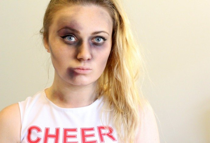 Zombie Cheerleader Face Paint Step 3