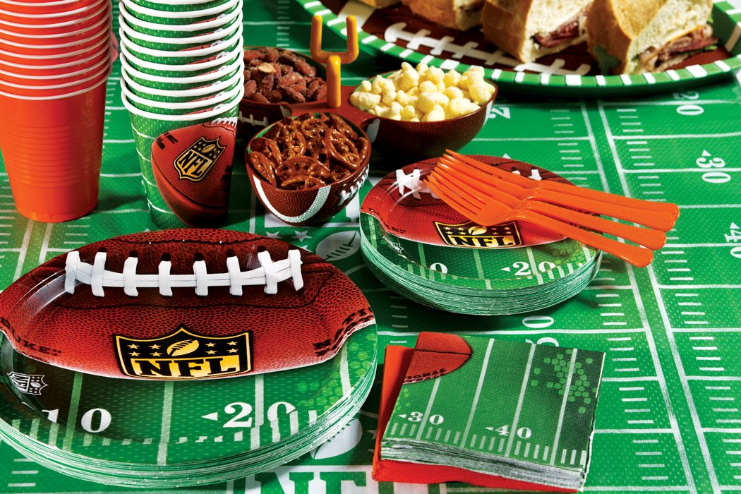 How to throw the ultimate super bowl party party for Super bowl party items