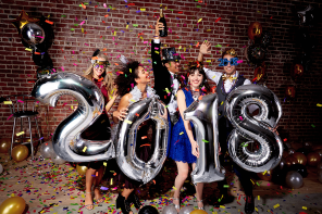 New-Year's-Eve-Photo-Booth-Ideas