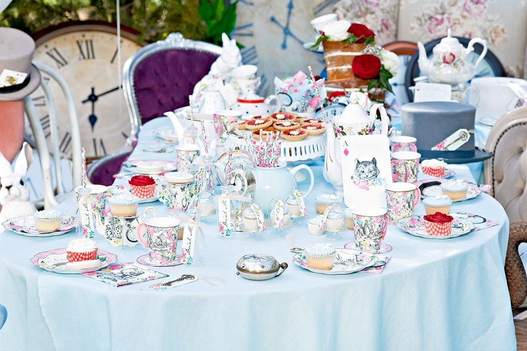 How to throw an alice in wonderland tea party party - Alice in wonderland tea party decorations ...