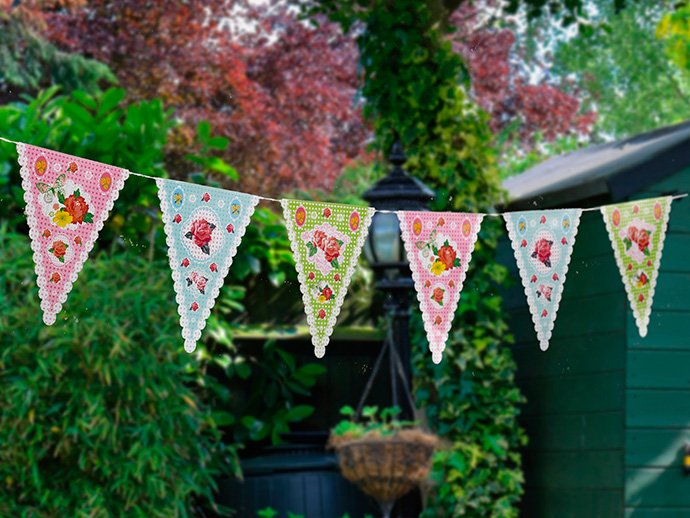 Summer picnic ideas - floral bunting