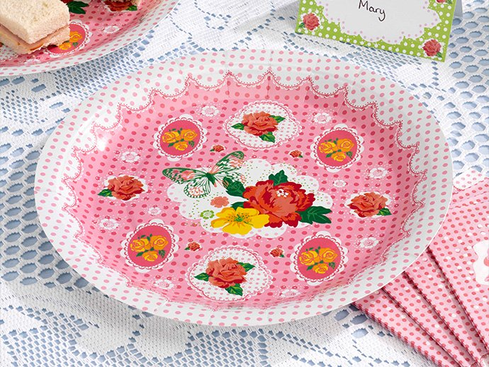 Vintage paper plates for a summer picnic