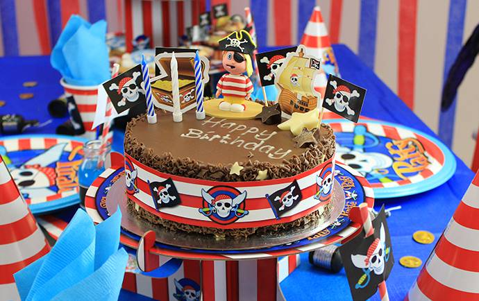 Easy Pirate Birthday Cake - Pirate Party Food Ideas