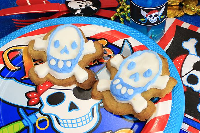 Skull & Crossbones Cookies - Pirate Themed Food