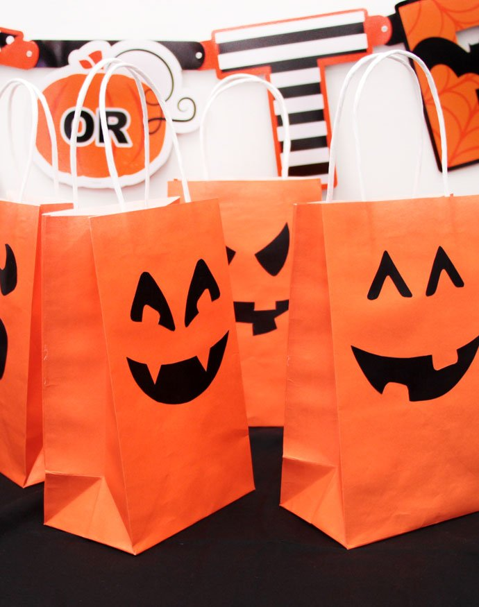 DIY-Halloween-Party-Bags
