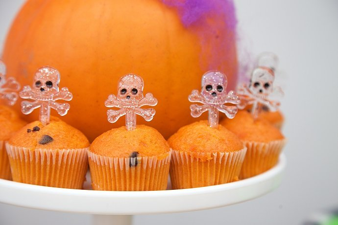 Skull and Crossbones Cupcakes