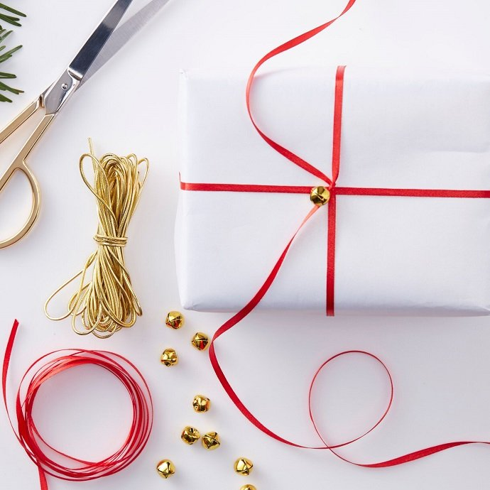 Red & White Christmas Wrapping Kit